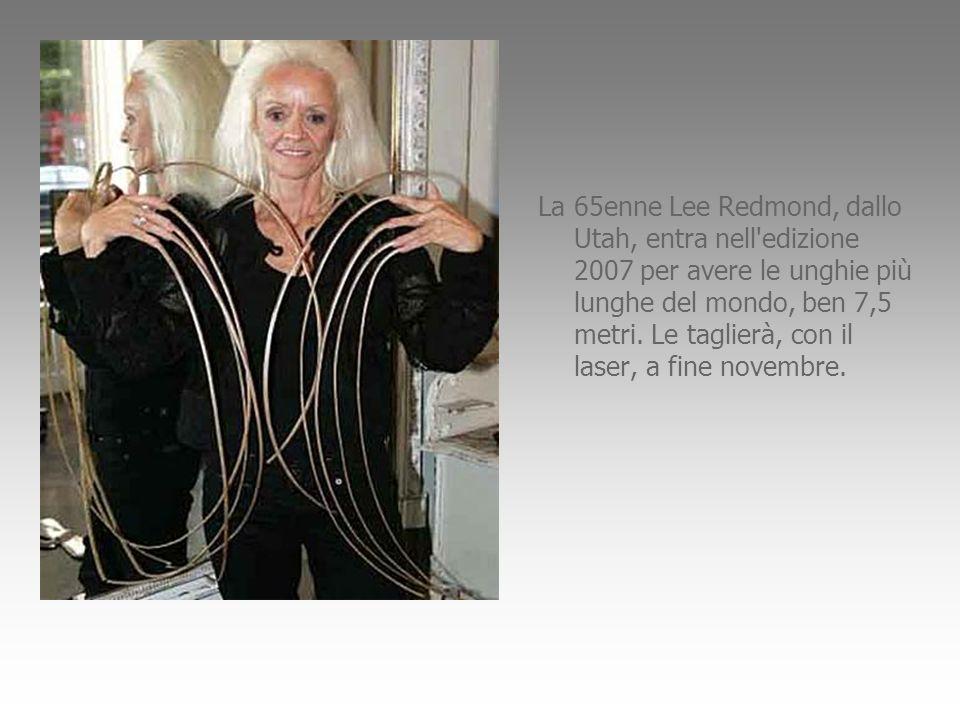 La 65enne Lee Redmond, dallo Utah, entra nell'edizione 2007 per avere le unghie più lunghe del mondo, ben 7,5 metri. Le taglierà, con il laser, a fine