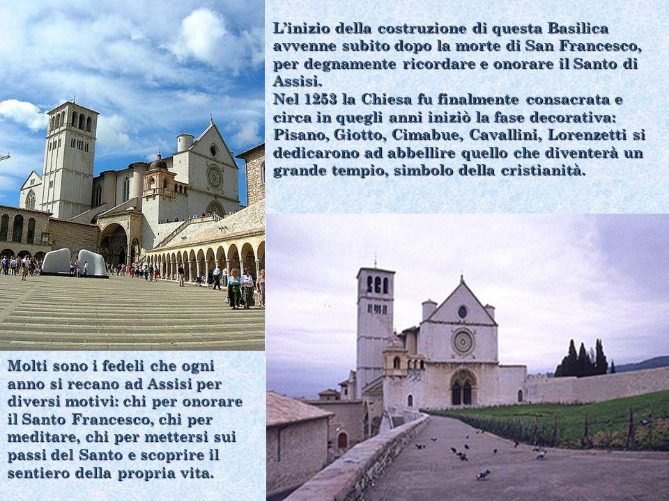 Giotto attraverso i suoi dipinti racconta in maniera sintetica ma chiarissima gli episodi della vita di San Francesco.