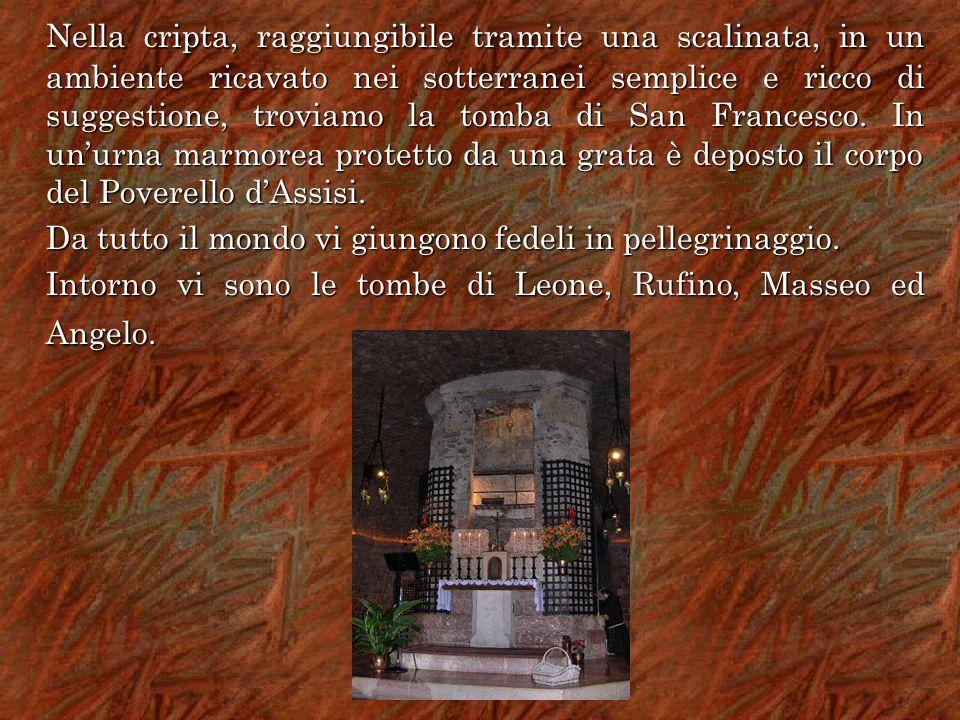 Nella cripta, raggiungibile tramite una scalinata, in un ambiente ricavato nei sotterranei semplice e ricco di suggestione, troviamo la tomba di San F