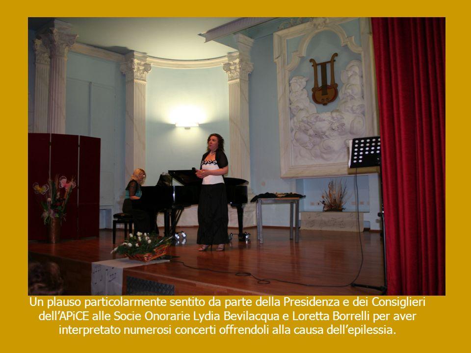 Un plauso particolarmente sentito da parte della Presidenza e dei Consiglieri dellAPiCE alle Socie Onorarie Lydia Bevilacqua e Loretta Borrelli per av