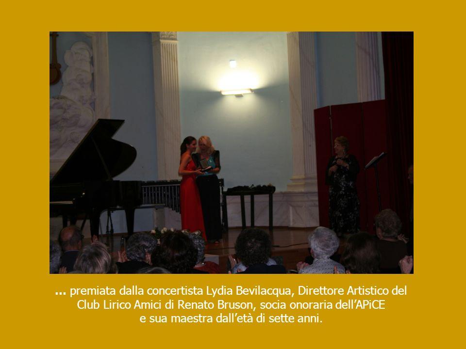 … premiata dalla concertista Lydia Bevilacqua, Direttore Artistico del Club Lirico Amici di Renato Bruson, socia onoraria dellAPiCE e sua maestra dall