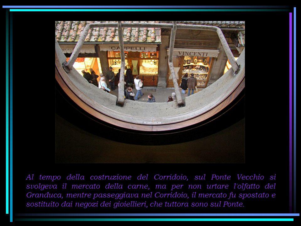 Nel Corridoio, oggi sono esposte opere che fanno parte della collezione della Galleria degli Uffizi, alcune delle quali, sfortunatamente seriamente danneggiate dai bombardamenti della seconda guerra mondiale, dall alluvione di Firenze del 1966 e dalla bomba di via dei Georgofili del 1993.