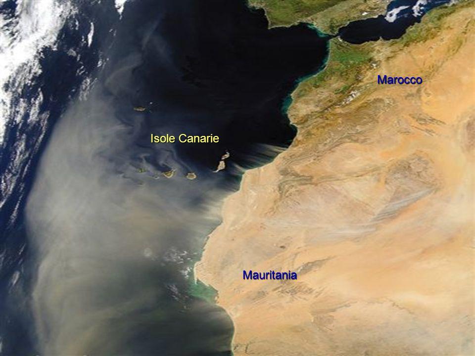 Il sud della penisola iberica. Une tempesta di sabbia lascia la Mauritania. Il sud della penisola iberica. Une tempesta di sabbia lascia la Mauritania