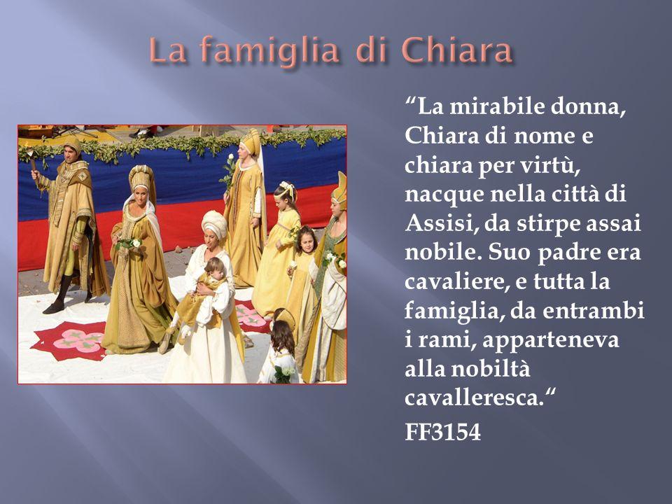 La mirabile donna, Chiara di nome e chiara per virtù, nacque nella città di Assisi, da stirpe assai nobile.