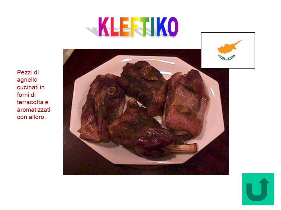 Kleftiko (Cipro) Pezzi di agnello cucinati in forni di terracotta e aromatizzati con alloro.