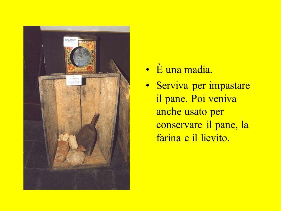 È una madia. Serviva per impastare il pane. Poi veniva anche usato per conservare il pane, la farina e il lievito.
