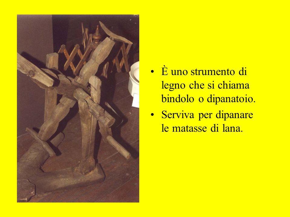 È uno strumento di legno che si chiama bindolo o dipanatoio. Serviva per dipanare le matasse di lana.