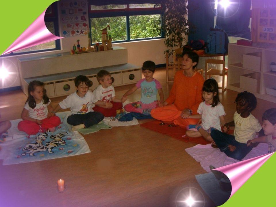 Lo Yoga dei bambini- APNU23 Il gruppo Nelle posizioni, nei giochi, nei silenzi di gruppo i bimbi percepiscono il soffio vitale che li unisce, anche attraverso il canto corale e il contatto fisico che li fa essere parte di un tutto, di un unica creatura viva e del suo respiro.