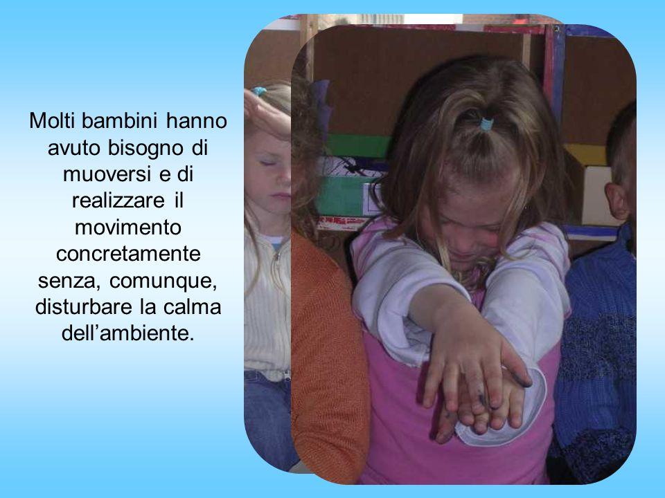 Molti bambini hanno avuto bisogno di muoversi e di realizzare il movimento concretamente senza, comunque, disturbare la calma dellambiente.