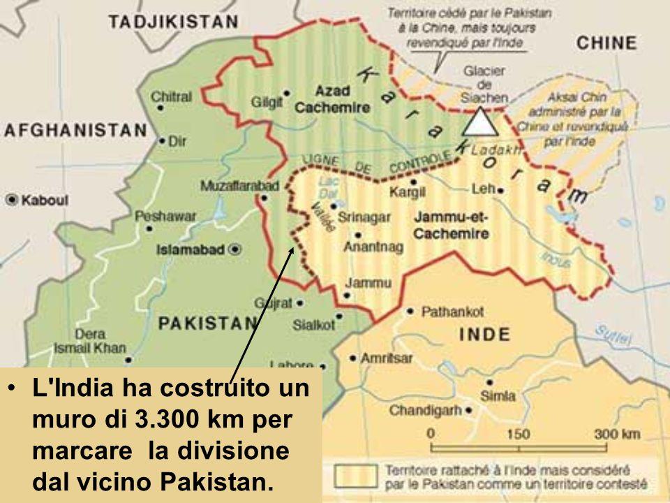 L'India ha costruito un muro di 3.300 km per marcare la divisione dal vicino Pakistan.