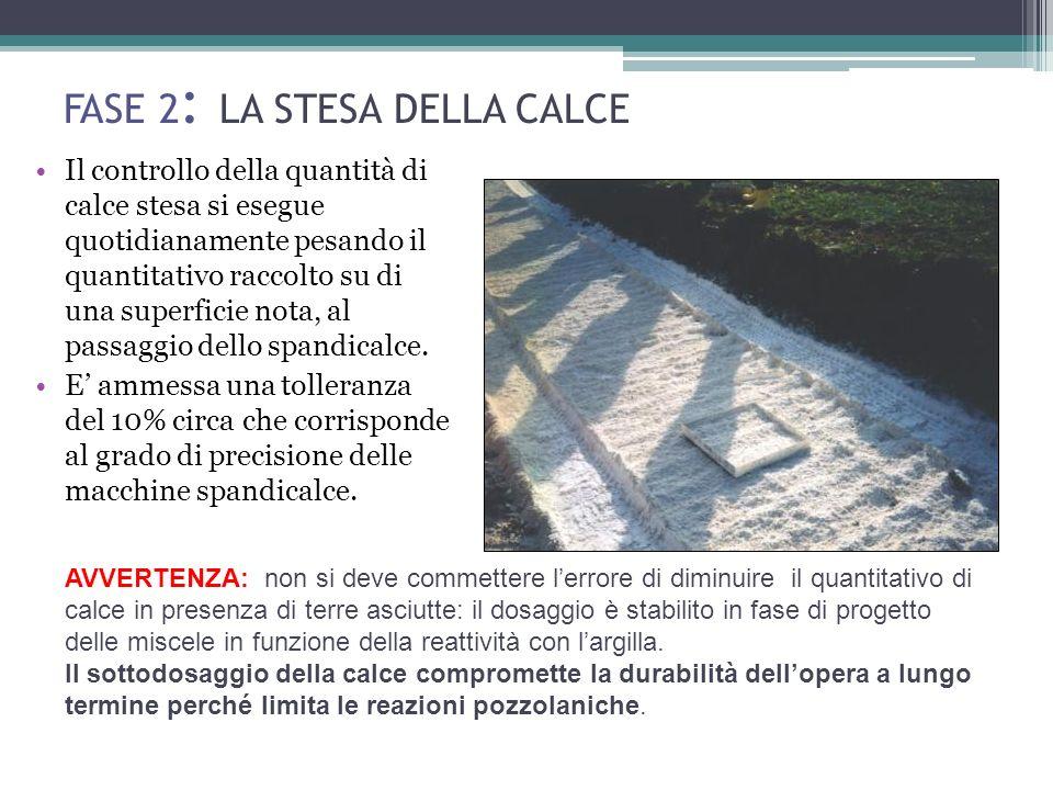 FASE 2 : LA STESA DELLA CALCE Il controllo della quantità di calce stesa si esegue quotidianamente pesando il quantitativo raccolto su di una superficie nota, al passaggio dello spandicalce.