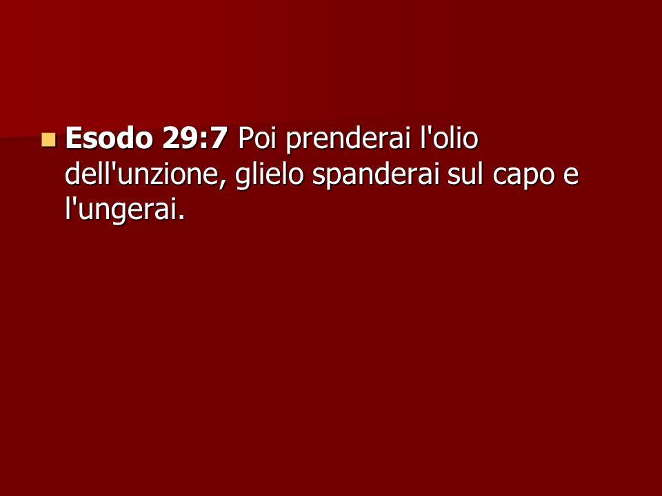Esodo 29:7 Poi prenderai l'olio dell'unzione, glielo spanderai sul capo e l'ungerai. Esodo 29:7 Poi prenderai l'olio dell'unzione, glielo spanderai su