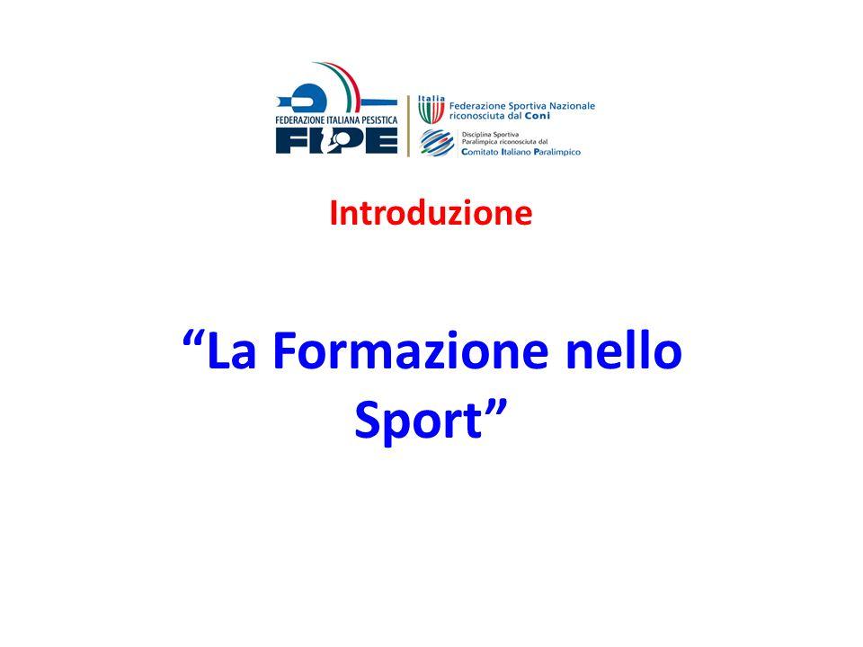 In Italia come nella maggior parte degli altri Paesi europei, esistono quattro agenzie di base per la formazione delle professioni nello sport: Gli ISEF( fino alla primavera 2002 ) e le UNIVERSITA a partire dallanno accademico 1999- 2000; Il CONI con le sue strutture centrali e periferiche di formazione e le Organizzazioni sportive riconosciute dal CONI: le FSN, le DSA e gli EPS; Gli enti locali; Le organizzazioni professionali.