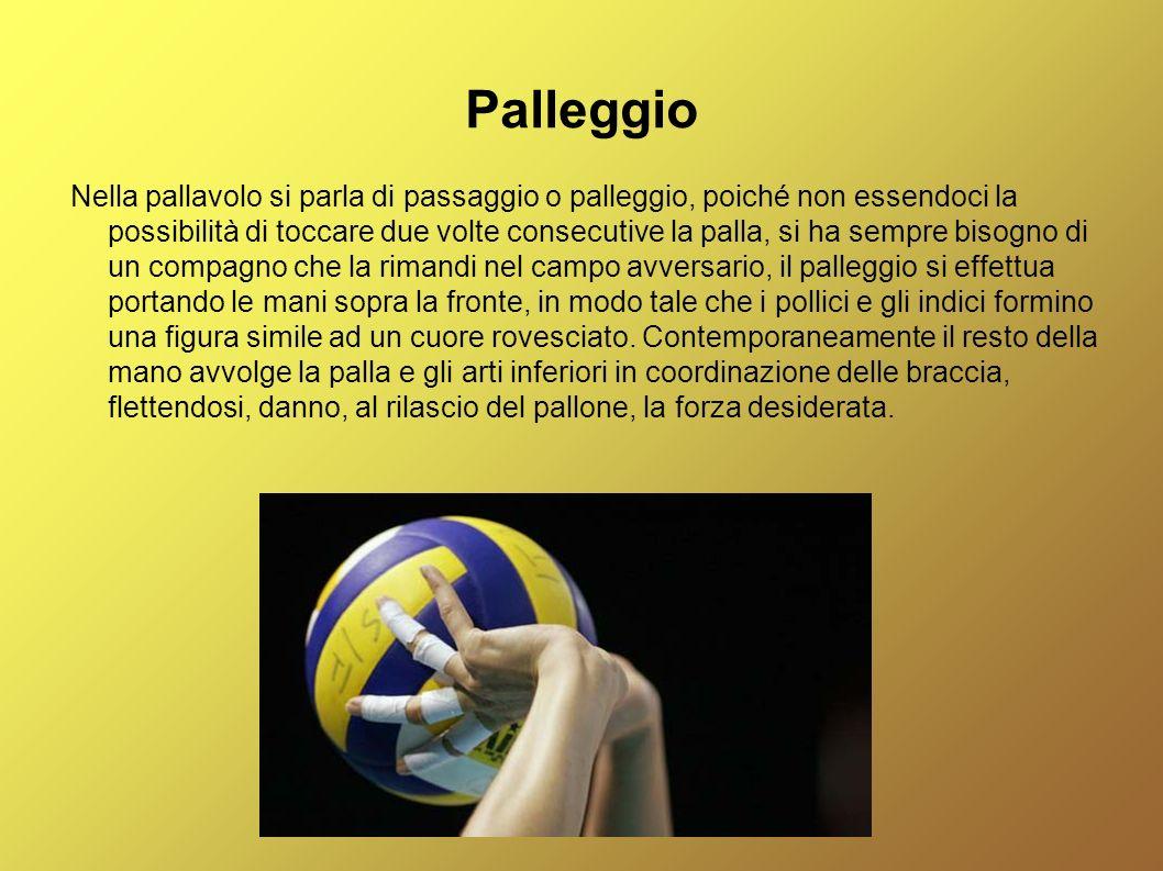 Palleggio Nella pallavolo si parla di passaggio o palleggio, poiché non essendoci la possibilità di toccare due volte consecutive la palla, si ha semp