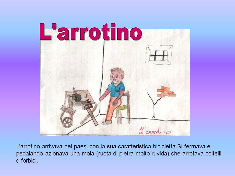 Larrotino arrivava nei paesi con la sua caratteristica bicicletta.Si fermava e pedalando azionava una mola (ruota di pietra molto ruvida) che arrotava