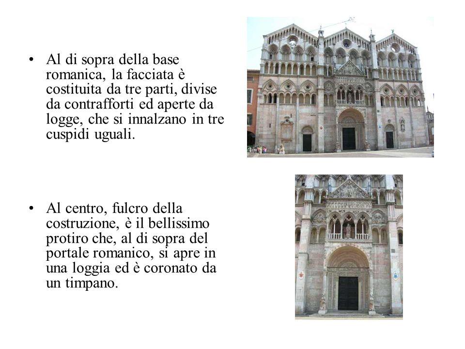 Al di sopra della base romanica, la facciata è costituita da tre parti, divise da contrafforti ed aperte da logge, che si innalzano in tre cuspidi ugu