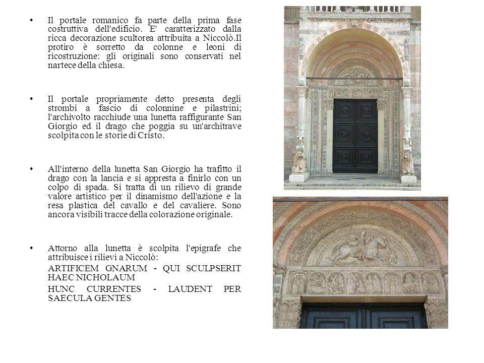 Il portale romanico fa parte della prima fase costruttiva dell'edificio. E' caratterizzato dalla ricca decorazione scultorea attribuita a Niccolò.Il p