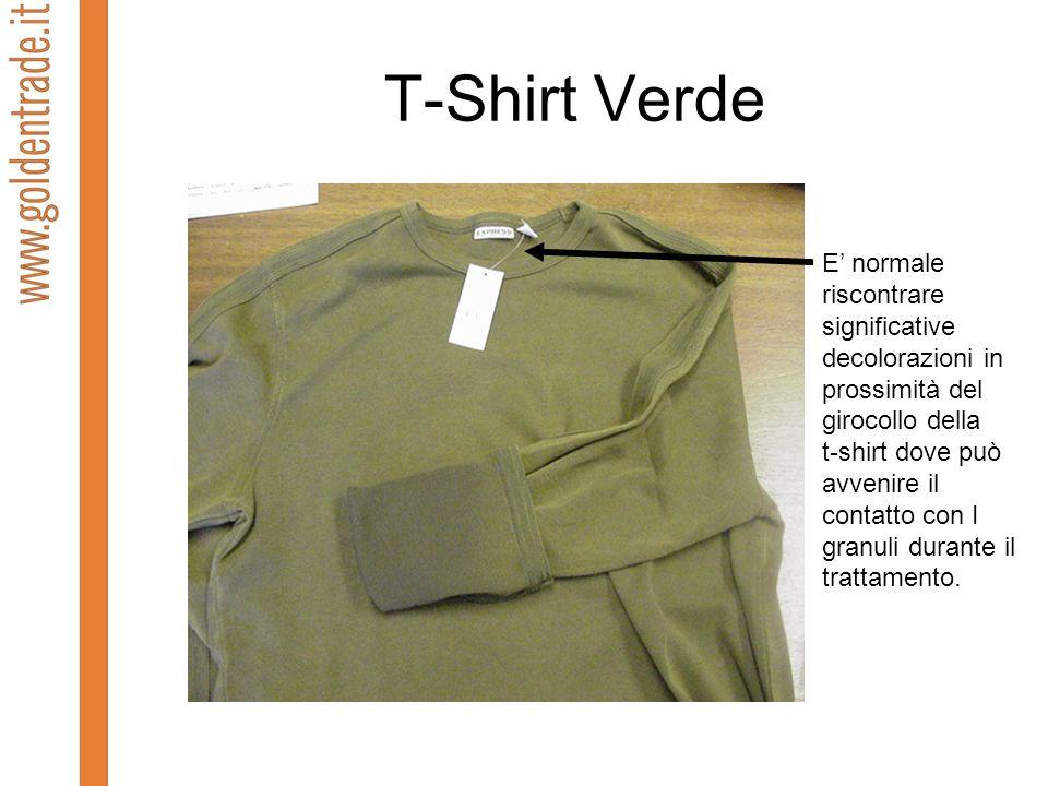 T-Shirt Verde E normale riscontrare significative decolorazioni in prossimità del girocollo della t-shirt dove può avvenire il contatto con I granuli