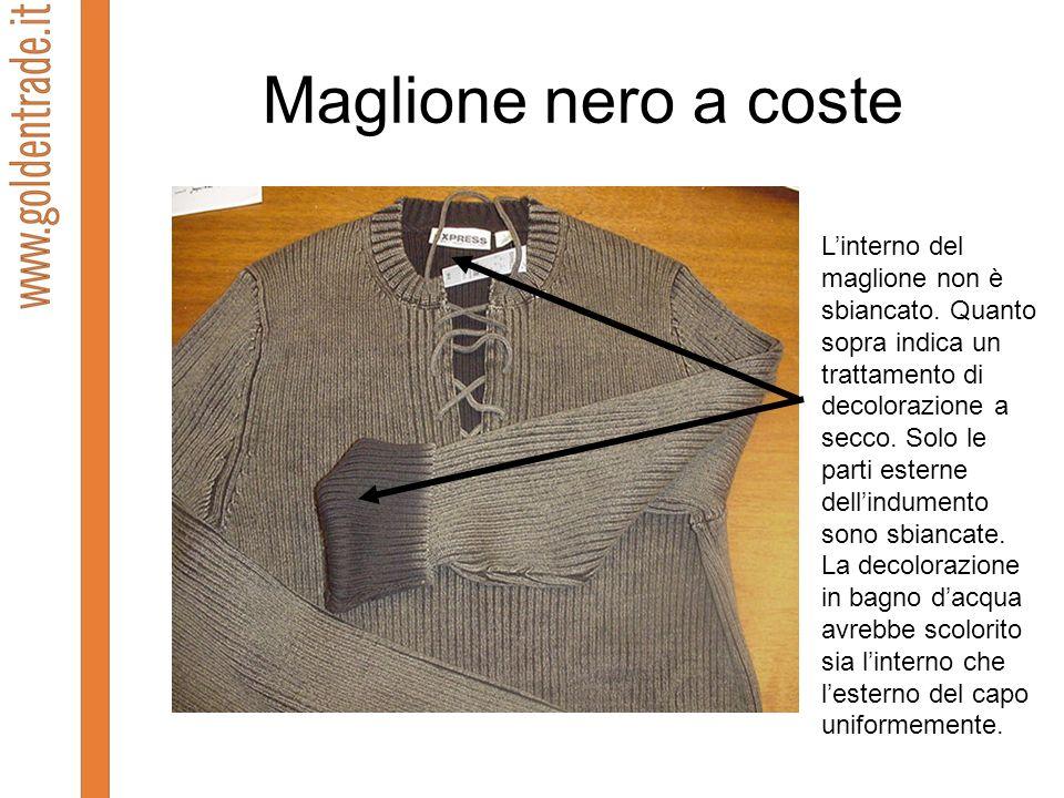 Maglione nero a coste Linterno del maglione non è sbiancato. Quanto sopra indica un trattamento di decolorazione a secco. Solo le parti esterne dellin