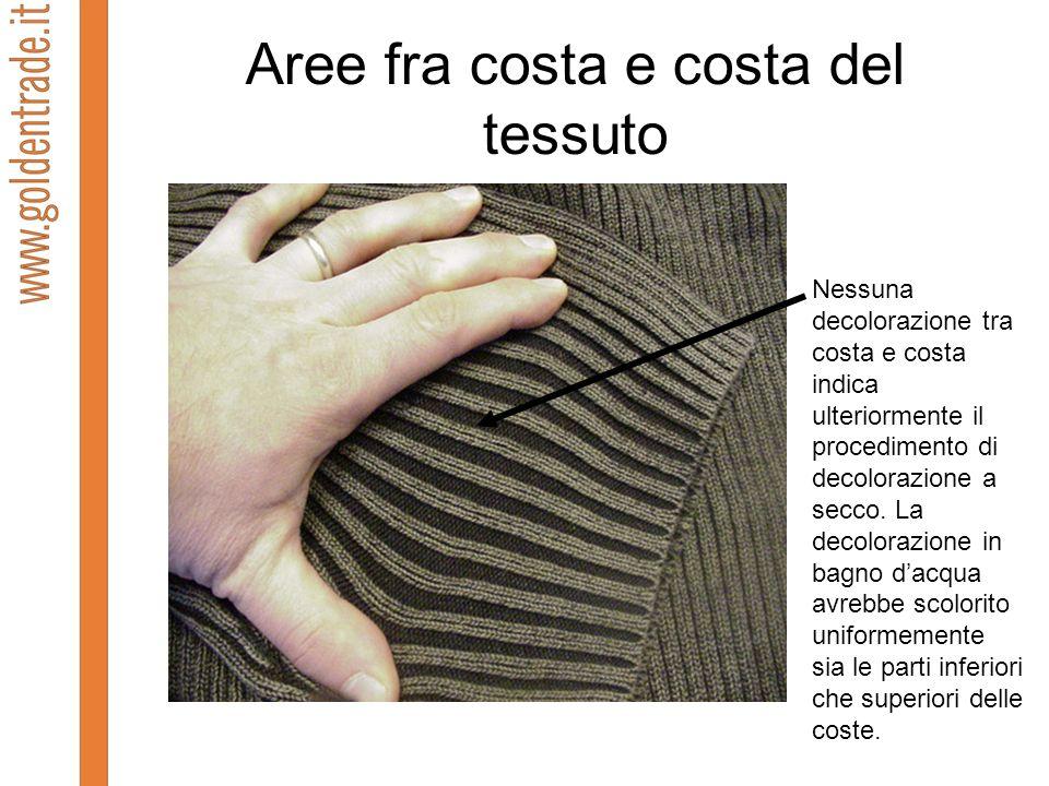 Aree fra costa e costa del tessuto Nessuna decolorazione tra costa e costa indica ulteriormente il procedimento di decolorazione a secco. La decoloraz