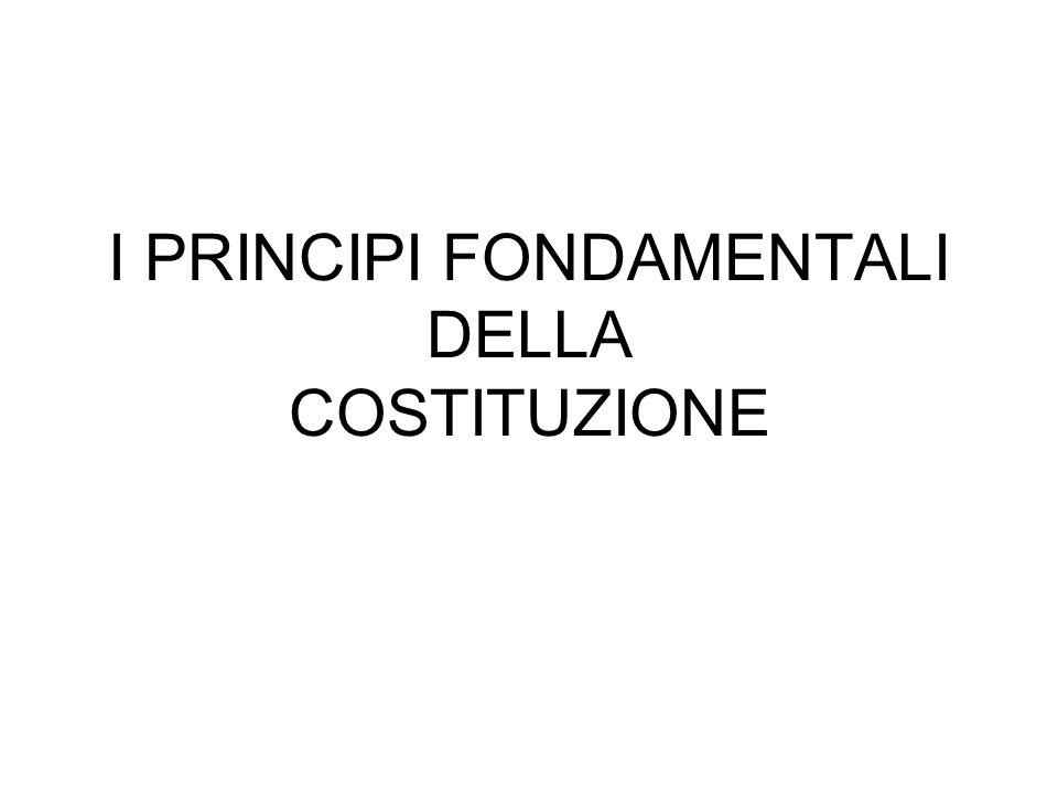 LA COSTITUZIONE DELLA REPUBBLICA La Costituzione è così suddivisa: I primi 12 articoli formano i PRINCIPI FONDAMENTALI La PARTE PRIMA tratta i Diritti