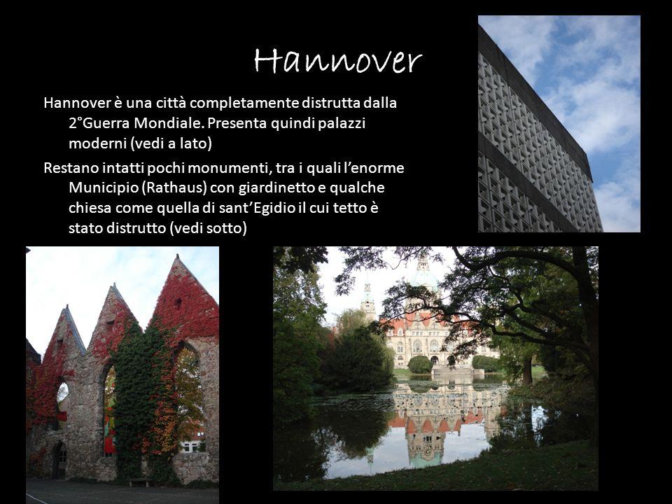 Hannover Hannover è una città completamente distrutta dalla 2°Guerra Mondiale. Presenta quindi palazzi moderni (vedi a lato) Restano intatti pochi mon