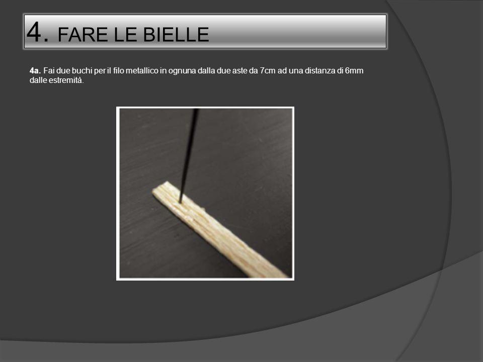 4. FARE LE BIELLE 4a. Fai due buchi per il filo metallico in ognuna dalla due aste da 7cm ad una distanza di 6mm dalle estremità.
