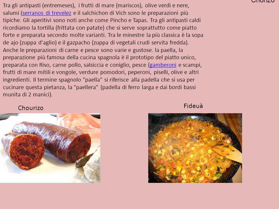Tra gli antipasti (entremeses), i frutti di mare (mariscos), olive verdi e nere, salumi (serranos di trevelez e il salchichon di Vich sono le preparaz