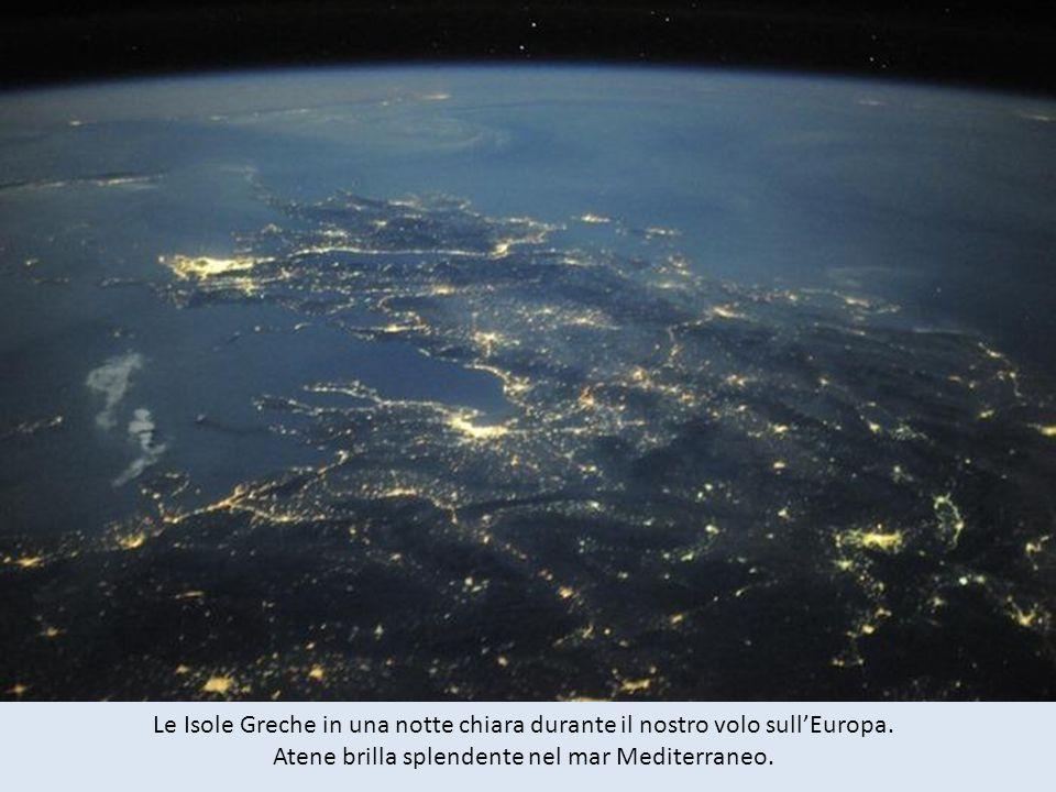 Le Isole Greche in una notte chiara durante il nostro volo sullEuropa.