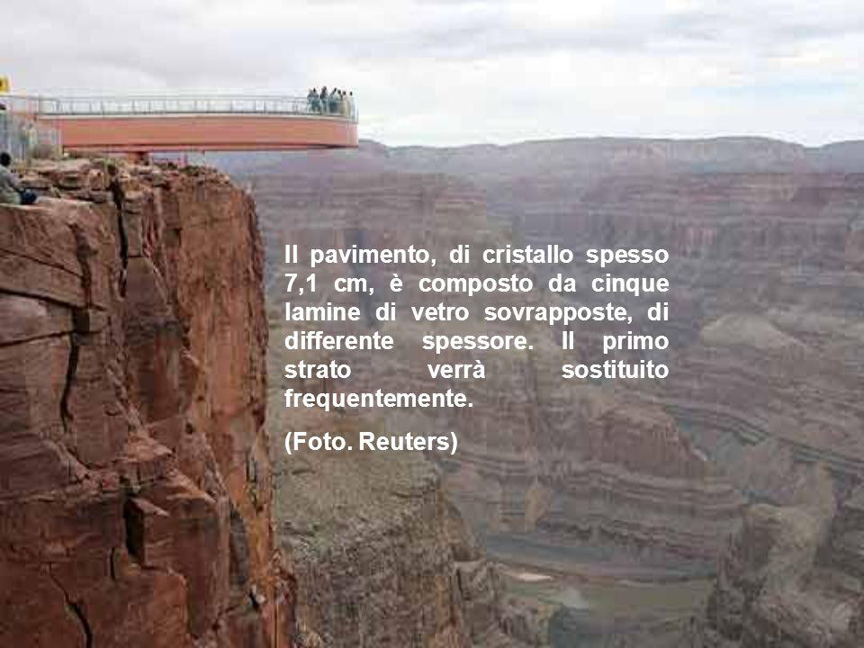 Per fissare la struttura alla parete del canyon, sono stati utilizzati i perni di acciaio più grandi del mondo.
