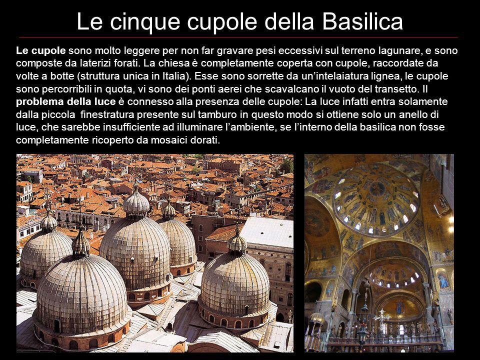 Le cinque cupole della Basilica Le cupole sono molto leggere per non far gravare pesi eccessivi sul terreno lagunare, e sono composte da laterizi forati.