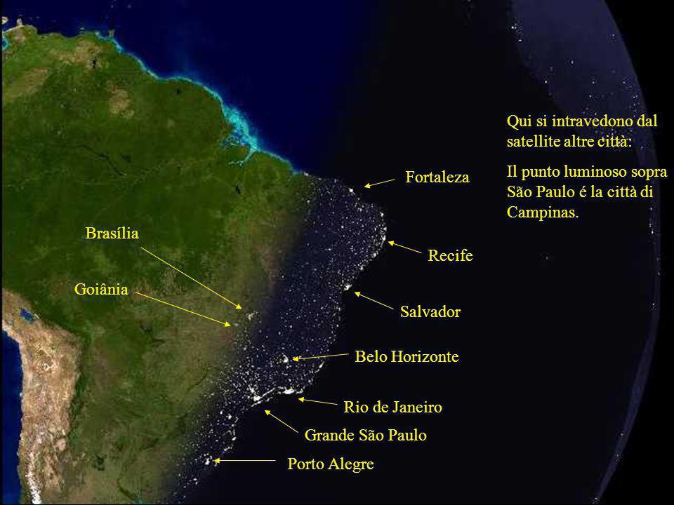 Grande São Paulo Rio de Janeiro Qui si intravedono dal satellite altre città: Il punto luminoso sopra São Paulo é la città di Campinas. Salvador Recif