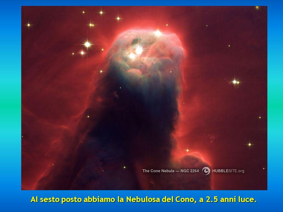Al quinto posto si è scelta la Nebulosa Hourglass situata a 8000 anni luce, una preziosa nebulosa con un restrimgimento nella parte centrale.