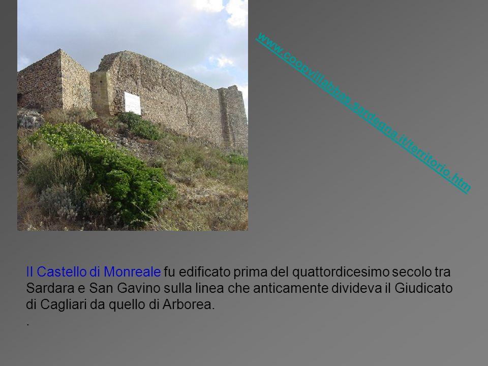 Il Castello di Monreale fu edificato prima del quattordicesimo secolo tra Sardara e San Gavino sulla linea che anticamente divideva il Giudicato di Ca