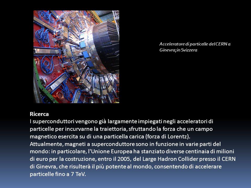 Il funzionamento si basa nel sottoporre il paziente ad un forte campo magnetico statico, con un intensità che varia dai decimi fino ai 3 tesla, le forze generate dal campo fanno si che i momenti magnetici delle molecole del paziente si allineino nella direzione del campo magnetico esterno, inducendo ad una temporanea alterazione dei nuclei, interrompendo le onde radio i nuclei tornano alla normalità dando luogo a segnali che verranno inviati ad un computer e trasformati in immagini.