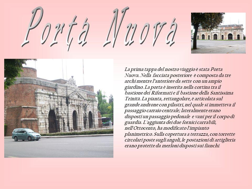 Per entrare a Verona abbiamo percorso questo tratto di cui abbiamo visto: una fontana in metallo, la statua di Michele Sanmicheli e finalmente porta Nuova, una delle porte di Verona
