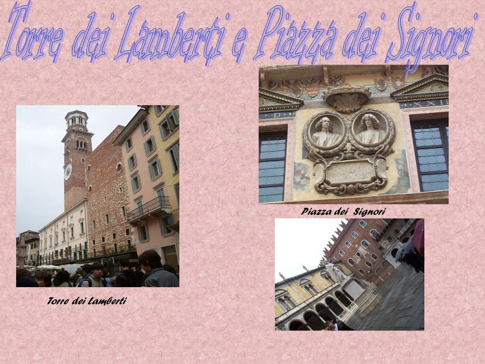 Dopo aver fatto una passeggiata siamo arrivati al Palazzo della Ragione, che in epoca medioevale si svolgeva tutta una serie di funzioni civili e commerciali.