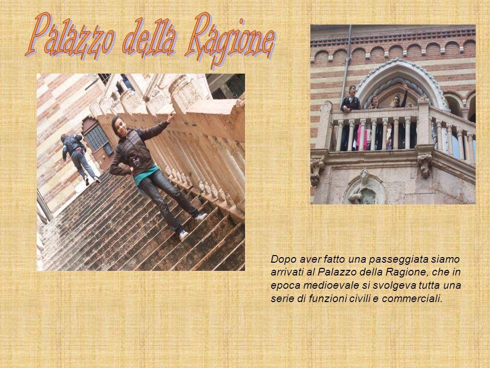 Dopo aver fatto una passeggiata siamo arrivati al Palazzo della Ragione, che in epoca medioevale si svolgeva tutta una serie di funzioni civili e comm