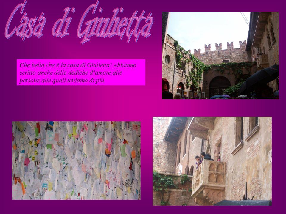 Ci ha colpito molto la dedica scritta da un ignoto sul ponte dell Adige per la sua fidanzata:MOLTO ROMANTICA !