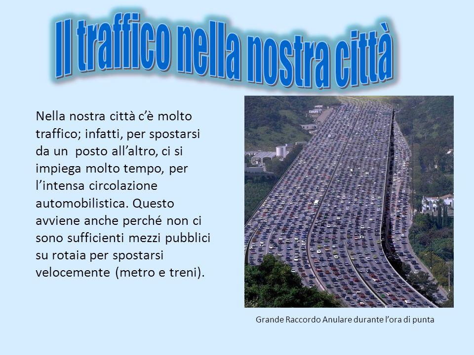 Nella nostra città cè molto traffico; infatti, per spostarsi da un posto allaltro, ci si impiega molto tempo, per lintensa circolazione automobilistic