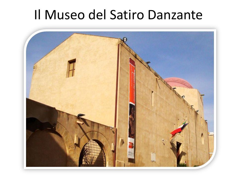 Facciata principale e interno della chiesa di SantIgnazio