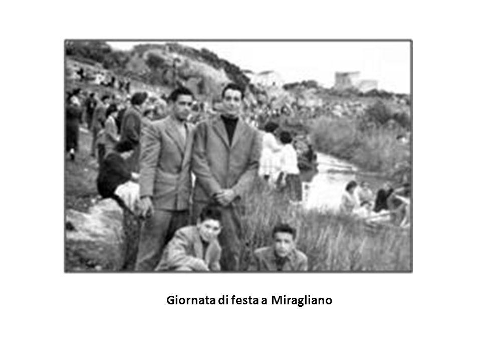 Pasquetta Una volta a Pasquetta le famiglie si recavano a Miragliano, una zona di Mazara del Vallo lungo il fiume Mazzaro, per divertirsi stando in co