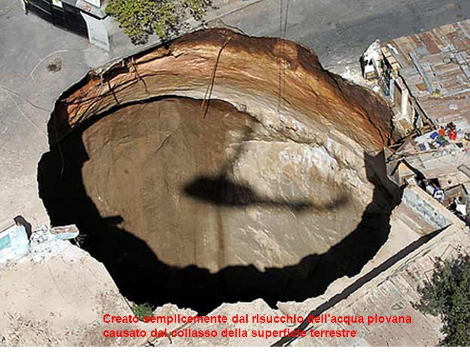 . Creato semplicemente dal risucchio dell acqua piovana causato dal collasso della superficie terrestre