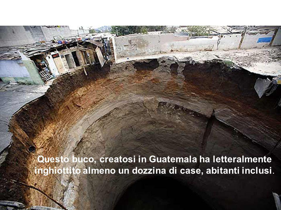 Questo buco, creatosi in Guatemala ha letteralmente inghiottito almeno un dozzina di case, abitanti inclusi.