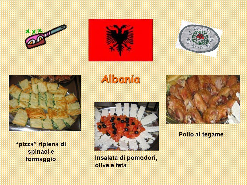 Albania pizza ripiena di spinaci e formaggio Pollo al tegame Insalata di pomodori, olive e feta