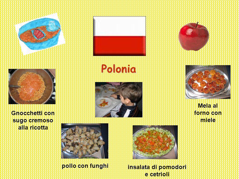 Polonia Gnocchetti con sugo cremoso alla ricotta pollo con funghi insalata di pomodori e cetrioli Mela al forno con miele