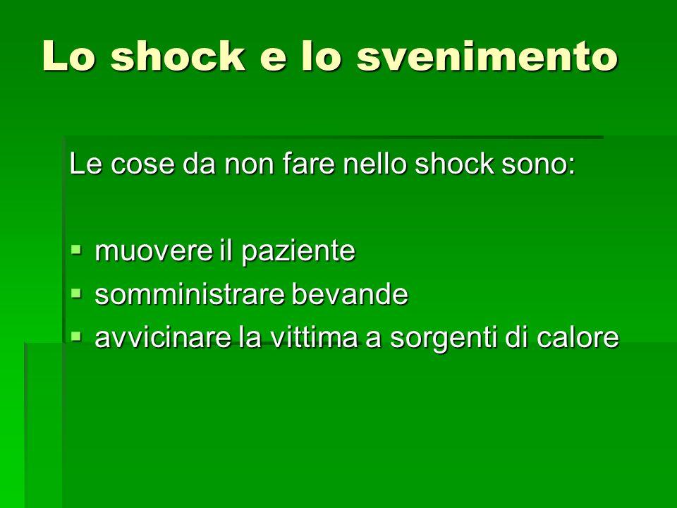 Lo shock e lo svenimento Le cose da non fare nello shock sono: muovere il paziente muovere il paziente somministrare bevande somministrare bevande avv