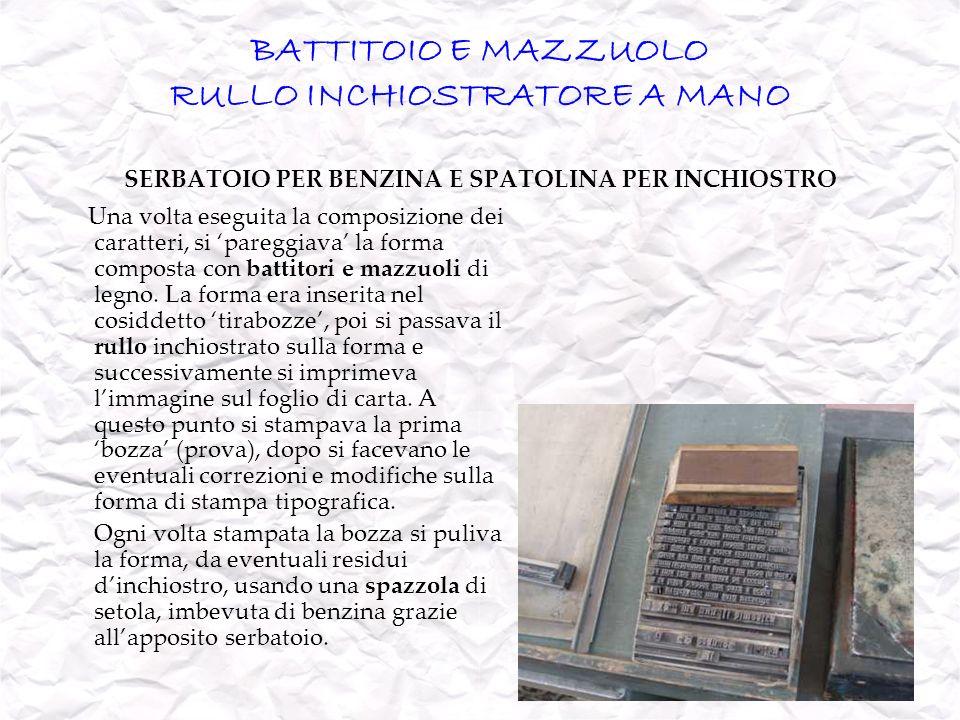 BATTITOIO E MAZZUOLO RULLO INCHIOSTRATORE A MANO SERBATOIO PER BENZINA E SPATOLINA PER INCHIOSTRO Una volta eseguita la composizione dei caratteri, si