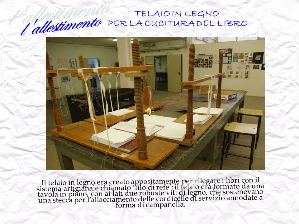 TELAIO IN LEGNO PER LA CUCITURA DEL LIBRO Il telaio in legno era creato appositamente per rilegare i libri con il sistema artigianale chiamato filo di
