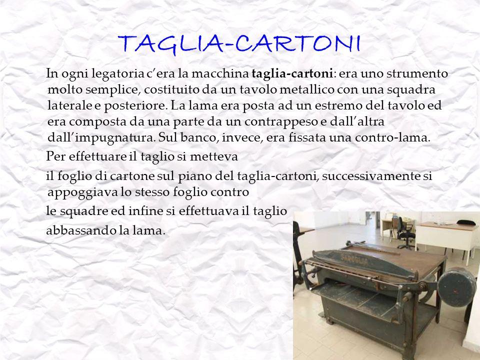 TAGLIA-CARTONI In ogni legatoria cera la macchina taglia-cartoni: era uno strumento molto semplice, costituito da un tavolo metallico con una squadra